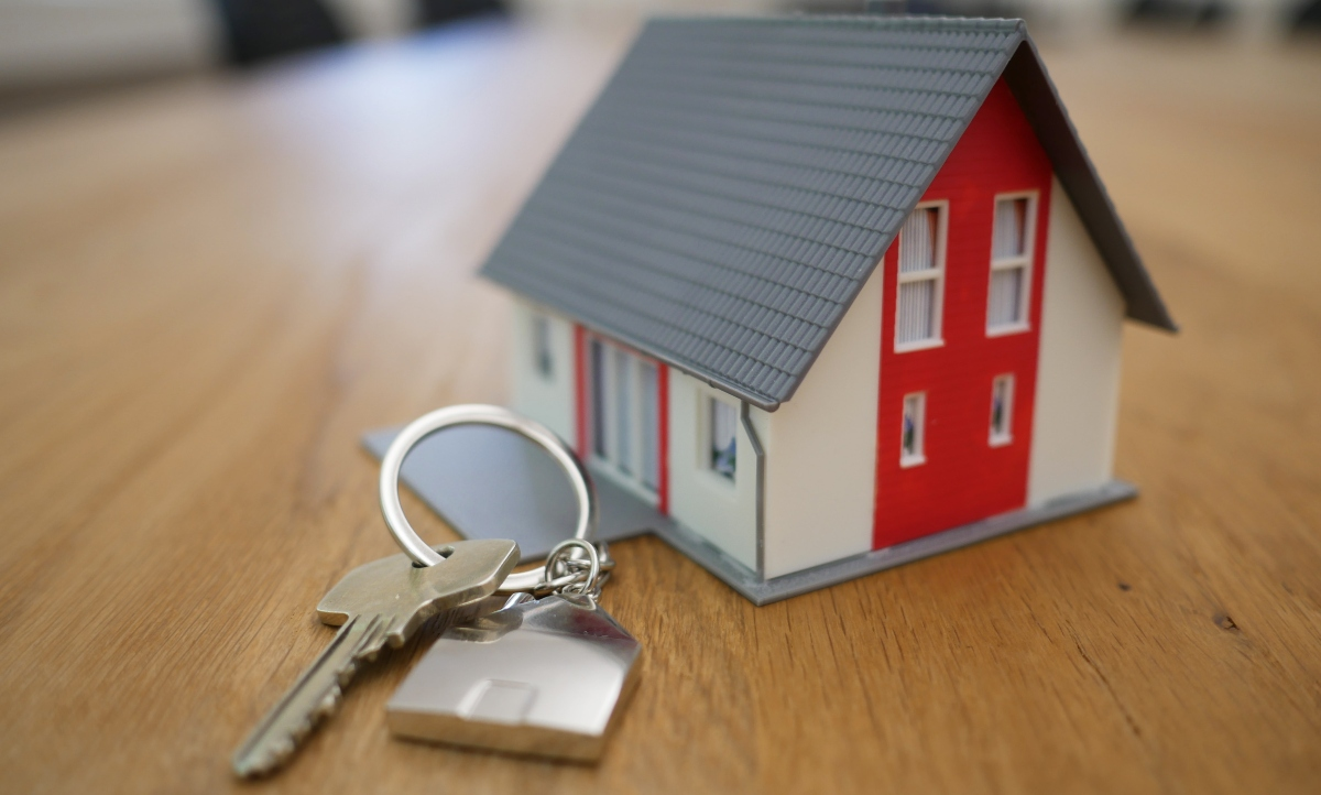 Keys with a model of a house